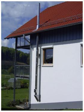 Doppelwandiger Edelstahlschornstein mit Dachdurchführung